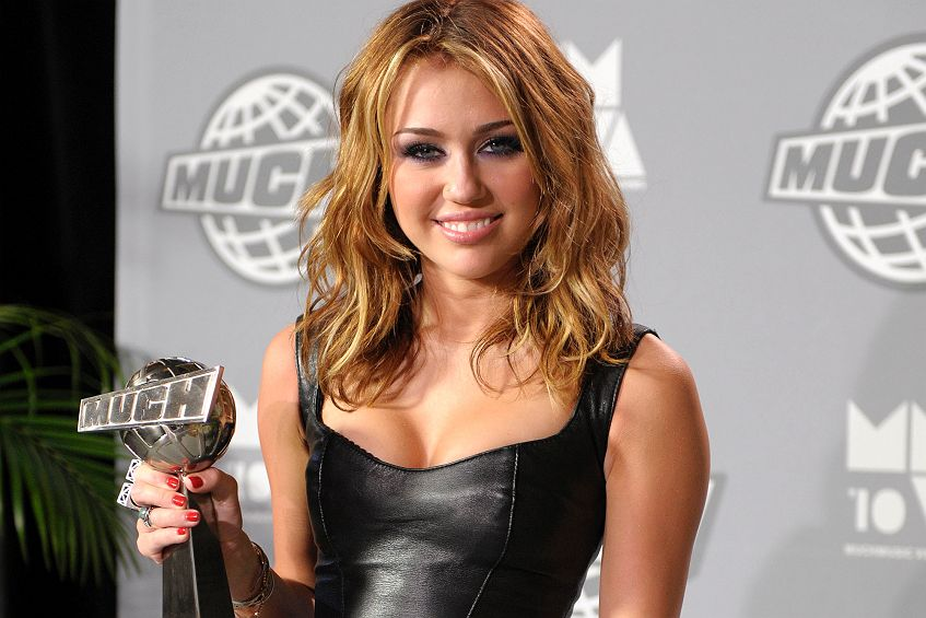 miley cyrus will brust op vor 18 geburtstag. Black Bedroom Furniture Sets. Home Design Ideas