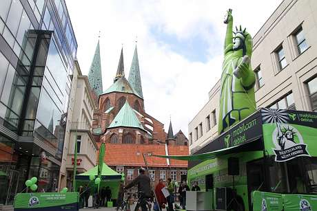 mobilcom-debitel campaign: the Statue of Liberty in Lübeck