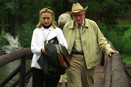 Hillary Clinton und Laurance Rockefeller 1995 auf dessen Ranch in Wyoming   © clintonlibrary.gov