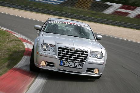 Chrysler_300c_srt8_aufm