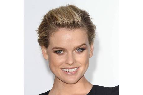 Alice Eve glaubt an Aliens