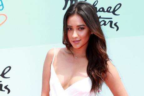 "Shay Mitchell spielt in der US-Serie ""Pretty Little Liars"" mit"