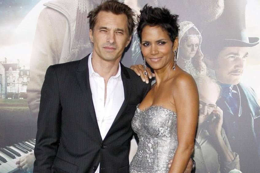 olivier martinez und halle berry liegen die scheidungspl ne auf eis. Black Bedroom Furniture Sets. Home Design Ideas