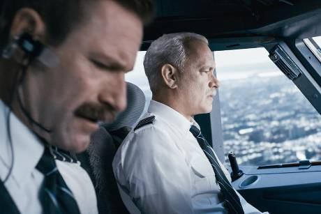 "Tom Hanks (r.) alias Chesley ""Sully"" Sullenberger"