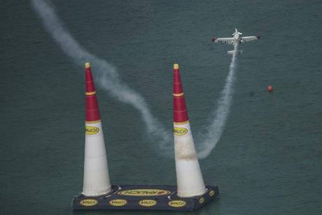 Red Bull Air Race: Weltmeister Dolderer nur Vierter in Abu Dhabi
