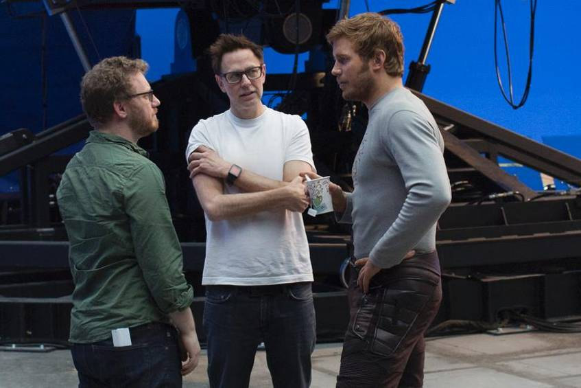 "James Gunn (Mitte) mit Chris Pratt (r.) und Executive Producer Jonathan Schwartz am Set von ""Guardians of the Galaxy Vol. 2"""
