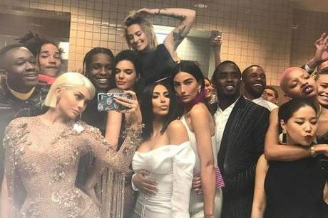 Kylie Jenner vereint halb Hollywood in einem Selfie