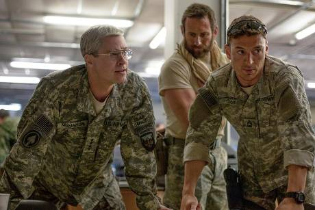 "Brad Pitt (l.) in ""War Machine"""