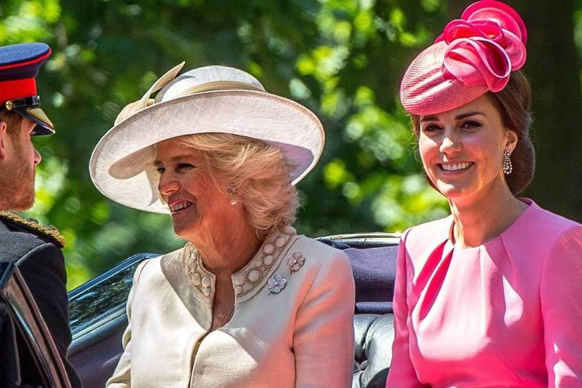 "Herzogin Kate (r.) und Herzogin Camilla gemeinsam bei ""Trooping the Colour"" in London"