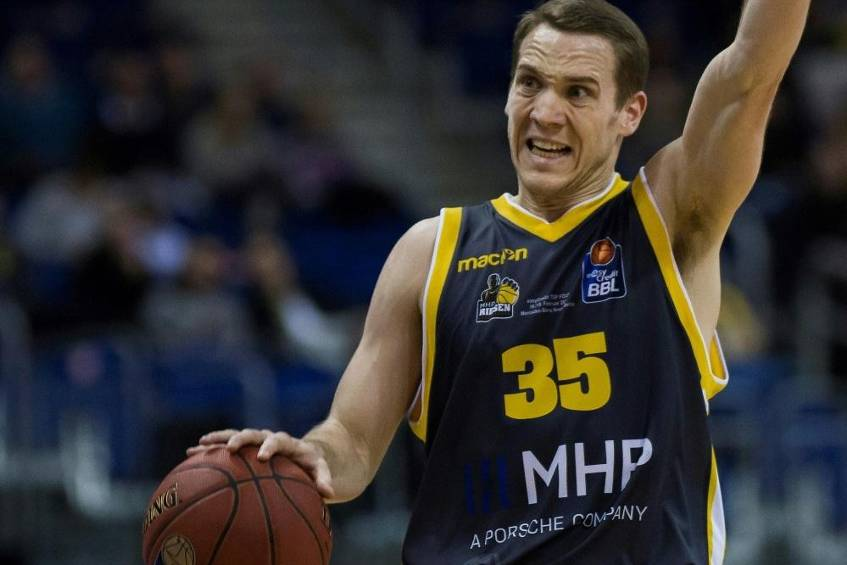 EWE Baskets Oldenburg holen Guard Loesing © SID