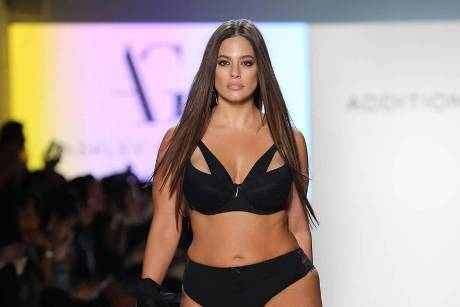 Ashley Graham präsentiert auf der New York Fashion Week ihre elegante Unterwäsche-Kollektion