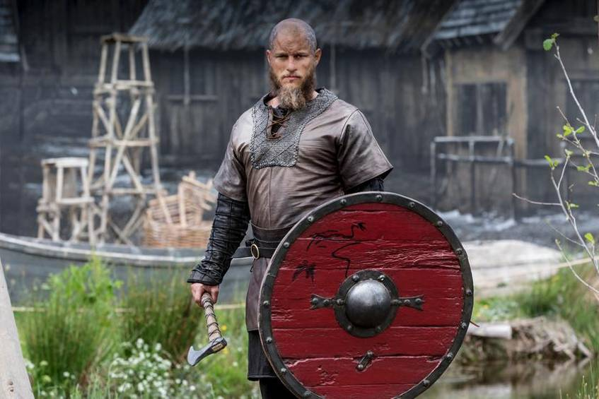 "Travis Fimmel als Ragnar Lothbrok in ""Vikings"""
