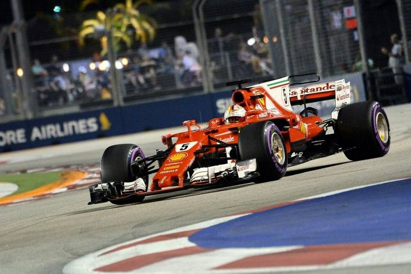 formel 1 vettel holt pole position in singapur hamilton nur f nfter. Black Bedroom Furniture Sets. Home Design Ideas