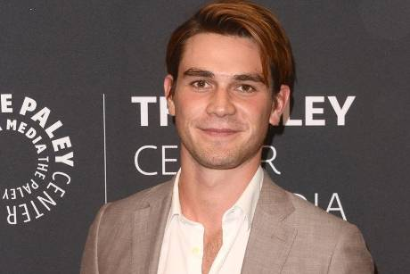 "KJ Apa spielt in ""Riverdale"" Archie Andrews"