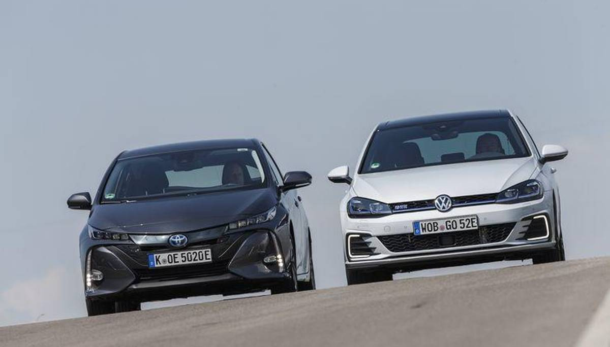 toyota prius plug in hybrid und vw golf gte im test. Black Bedroom Furniture Sets. Home Design Ideas