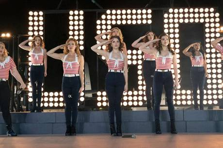 "Stillgestanden! Die Barden Bellas performen in ""Pitch Perfect 3"" für US-Soldaten"