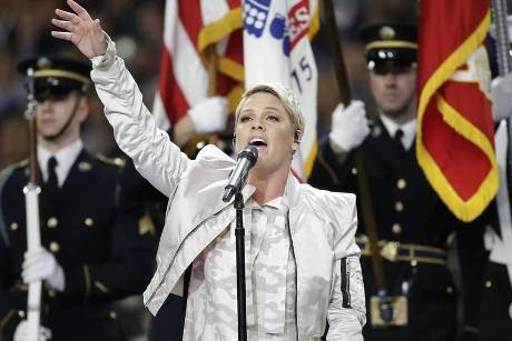 Pink sang die US-Nationalhymne vor dem 52. Super Bowl