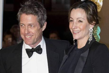 Hugh Grant und Anna Eberstein in London