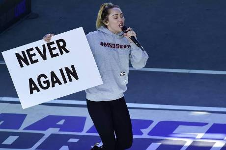 "Miley Cyrus performte beim ""March for Our Lives"" ihren Song ""The Climb"""