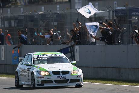 BMW-Pilot Farfus siegt in Portugal.