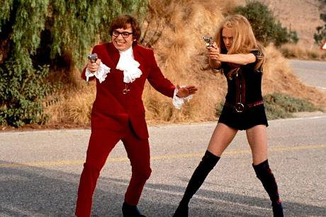 "Mike Myers neben Heather Graham in ""Austin Powers - Spion in geheimer Missionarsstellung"""
