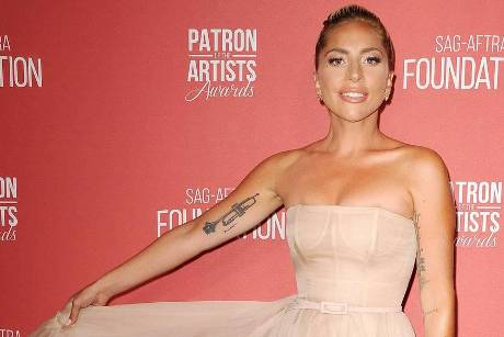 Lady Gaga bei den den Patron Of The Artists Awards in Beverly Hills
