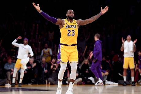 NBA: LA Lakers siegen dank starkem James