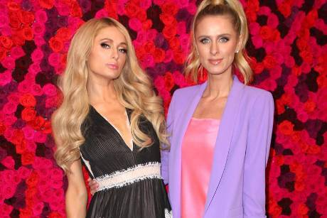 "Paris (l.) und Nicky Hilton auf der ""Alice and Olivia Fashion Presentation F/W 2019"""