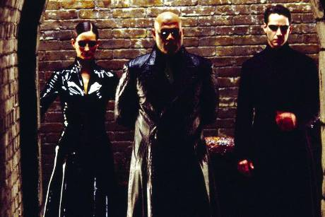 """Carrie-Anne Moss (v.l.), Laurence Fishburne und Keanu Reeves in """"Matrix Reloaded"""""""