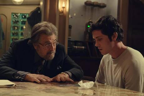 "Al Pacino (l.) und ""Percy Jackson""-Star Logan Lerman in ""Hunters""."