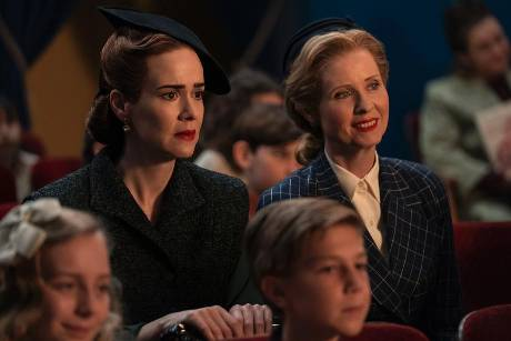 "Sarah Paulson (l.) und Cynthia Nixon in ""Ratched""."